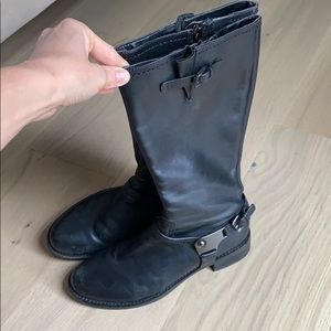 Black leather boot mid calf